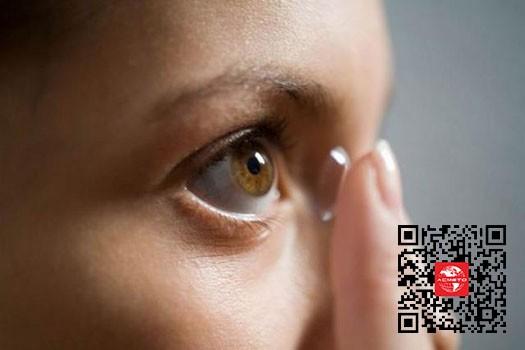 石墨烯传感器制成智能隐形眼镜